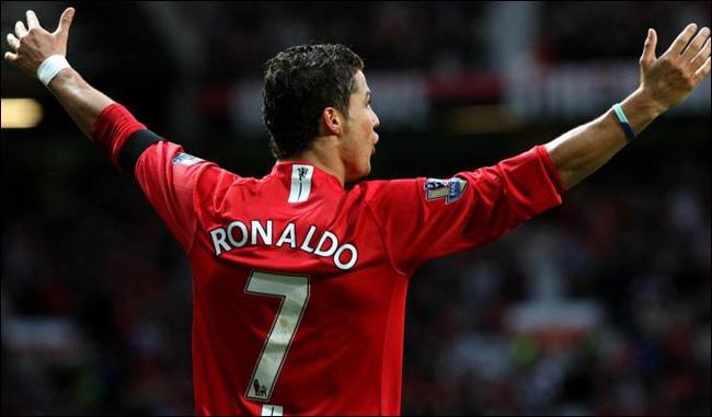 Cầu thủ người Bồ Đào Nha Cristiano Ronaldo