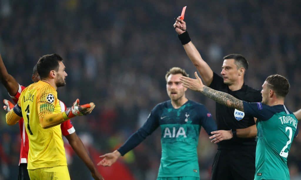 Luật thẻ vàng trong bóng đá được áp dụng trong mọi trận đấu bóng