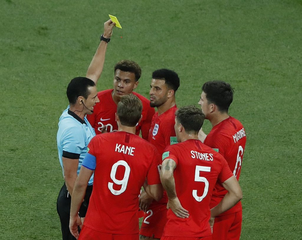 Thẻ vàng và thẻ đỏ là một loại hình phạt trong thi đấu bóng đá